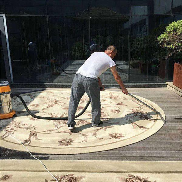 床边铺地毯有必要清洗吗傻傻不知道听了上海鹏发保洁公司的话终于明白了